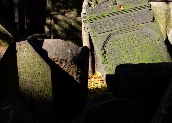 Anna Hotel: Cimitero Ebraico