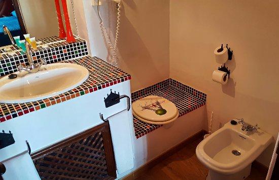 Hotel Enfrente Arte: Bathroom