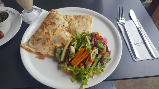 Artcaffe: the crepe with a lovely side salad
