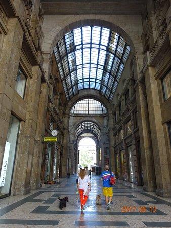 Galleria del corso mailand aktuelle 2018 lohnt es sich for Corso arredatore d interni milano