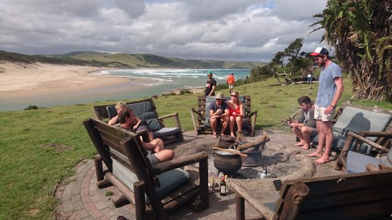 Nqileni Village, South Africa: Cooking Christmas lunch with everyone staying at Bulungula.