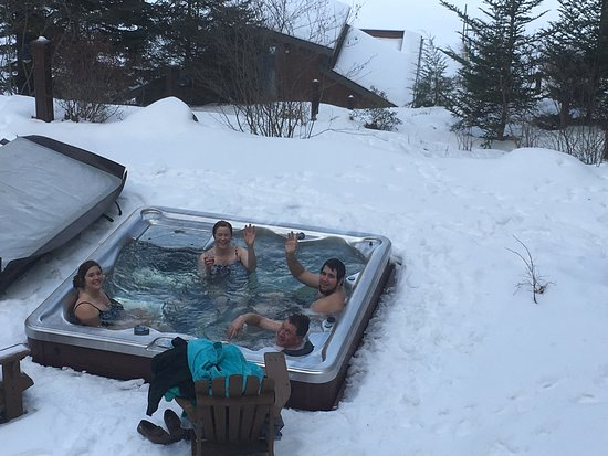 Chestertown, NY: Hot tub is a great place to relax after a hike or snowshoe!