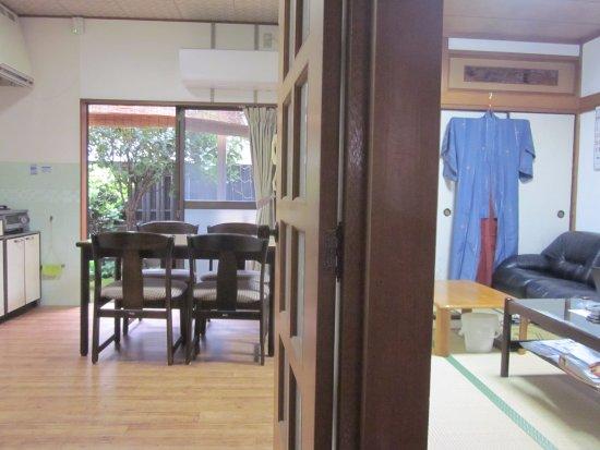 Moriguchi, Japón: Kitchen and Dining