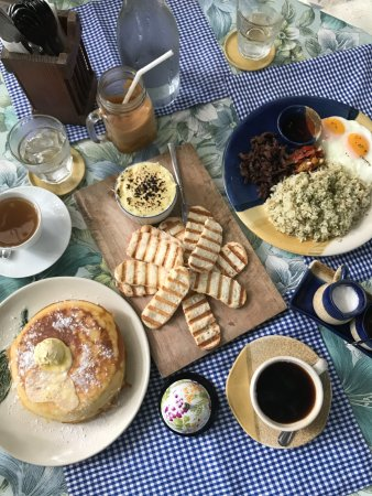 Marikina, Filipina: Brunch spread: Artichoke Dip, Tapsilog, Buttermilk Pancakes