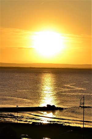 Salthill Hotel: Sunrise in the morning.