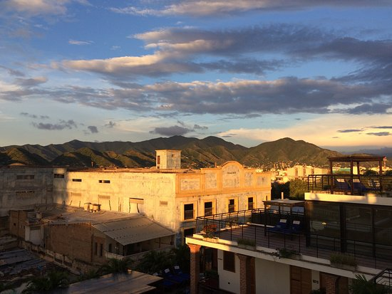 Hotel Boutique Casa Carolina: view from rooftop over historic city and mountains