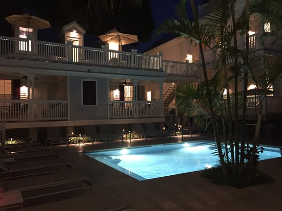 Marquesa Hotel: The new pool at night.