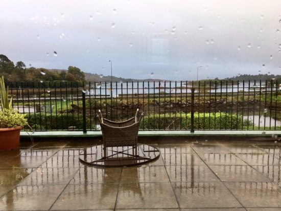 Eccles Hotel Glengarriff: The view from the breakfast room out to the sea