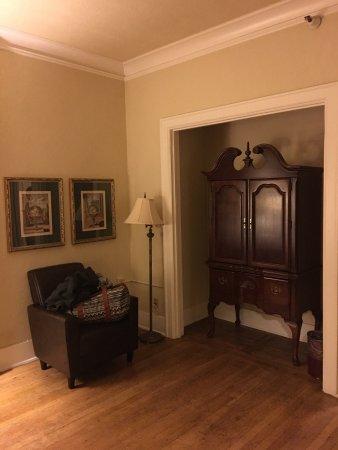 MarQueen Hotel: Room 221