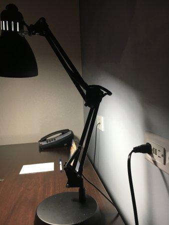 Connellsville, PA: Room lighting is subpar