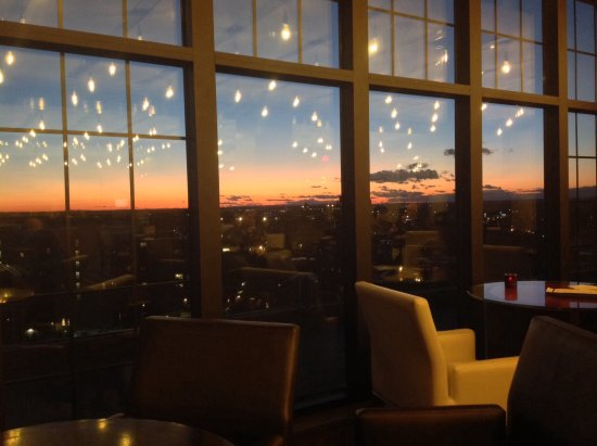 The Westin Portland Harborview: Sunset at 'Top of the East' rooftop bar and lounge.