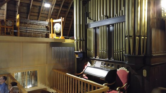 Acme, MI: beautiful pipe organ