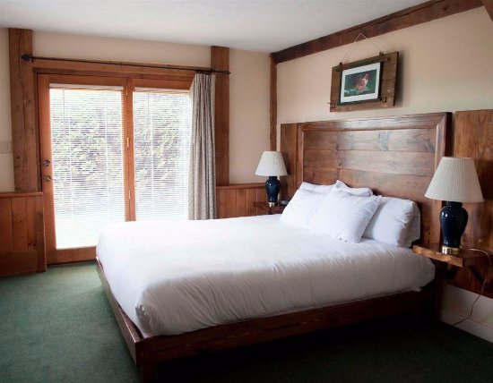Lyndonville, VT: Bemis Suit King Bed