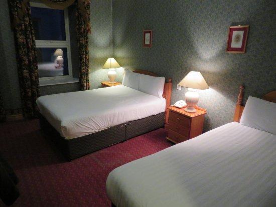 Einzelbett  Doppel- und Einzelbett - Picture of Imperial Hotel, Lisdoonvarna ...