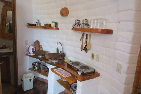 Las Olas: Kitchenette in Suite 4 - La Tortuga