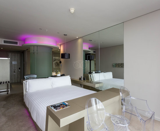 The Superior Room at the Cape Town Marriott Hotel Crystal Towers