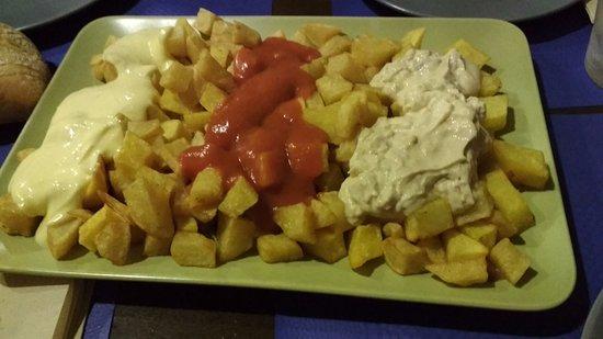 "Sidreria La Caldera : Patatas tres salsas ""caseras"""