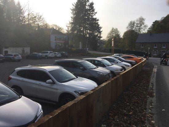 Crupet, Bélgica: Vue Nouveau Parking à votre Disposition