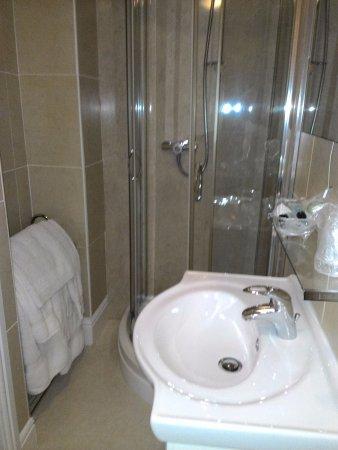 Tregarth, UK: Updated bath
