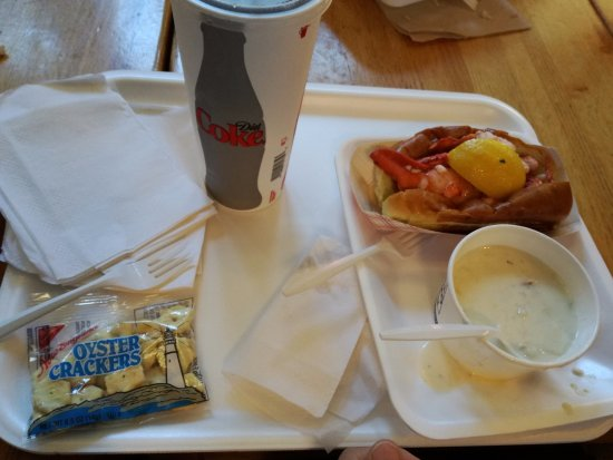 Boston Chowda Co: Sopa de almejas con crackers y bocadillo caliente langosta