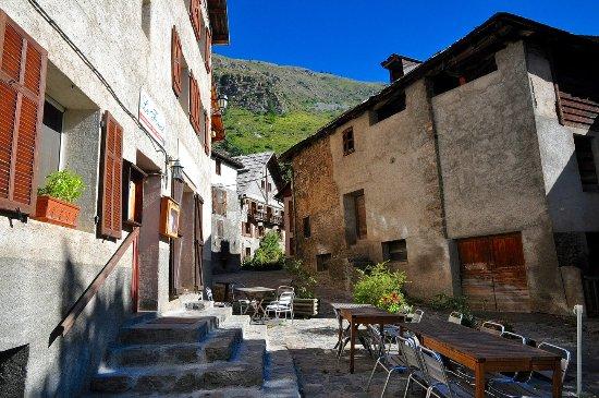 Saint-Dalmas-le-Selvage, Francia: Une des 2 terrasses du Forest; L'autre est située en hauteur au sud dominant la place du village