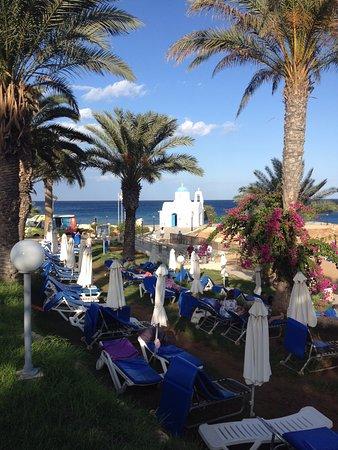 Golden Coast Beach Hotel : пляж