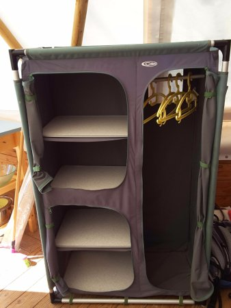 Barbatre, Frankrike: Tipi:armoire bien pratique