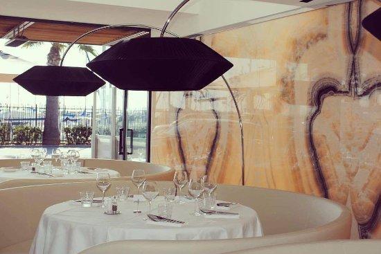 Restaurant Cote Et Saint Laurent Du Var