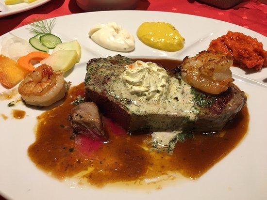 Hirschegg, Áustria: Steak mit Kräuterbutter