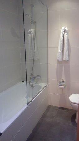 Hotel Sant Antoni: bagno camera tripla