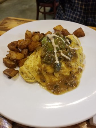 Laguna Hills, CA: Ranchero Omelette with side of home fries