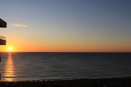 Pegasos Deluxe Beach Hotel: Sonnenaufgang vom Zimmerbalkon