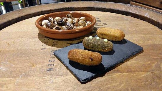 Molins de Rei, إسبانيا: Cargols i croquetes casolanes