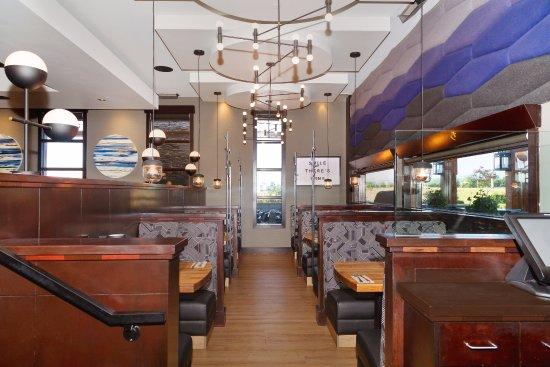 Sandman Hotel Calgary Airport: Moxie's Grill & Bar