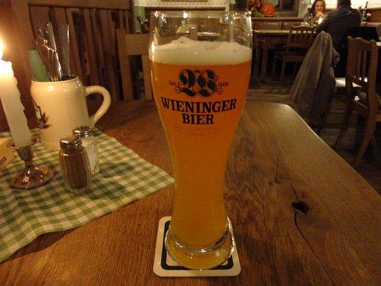 Schwabenbraeu: ビールは隣町のベルヒテスガーデンの醸造所のもの