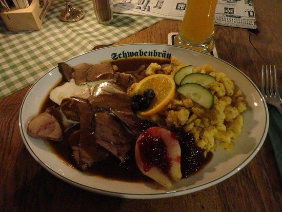 Schwabenbraeu: 今回はジビエ料理の鹿肉のローストを頼みました
