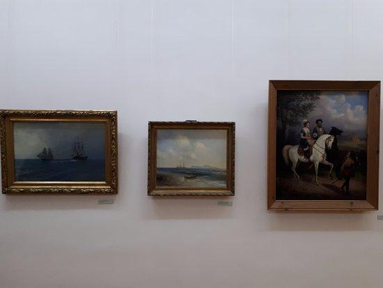Tarusa, Russia: В центре картина И.К.Айвазовского