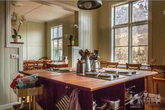 Seydisfjordur Hostel Hafaldan: Kitchen - old hospital hostel
