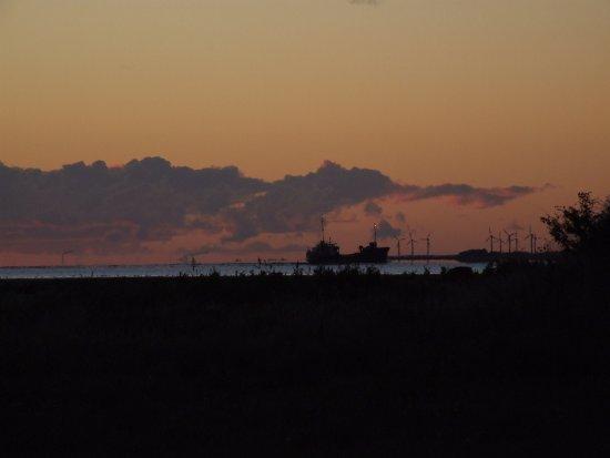 Loegstoer, Dinamarca: Et skib på vej mod Aggersundbroen. Billedet er taget fra min terrasse.