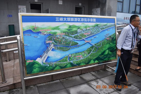 Three Gorges Museum : Map of the dam outside the Museum
