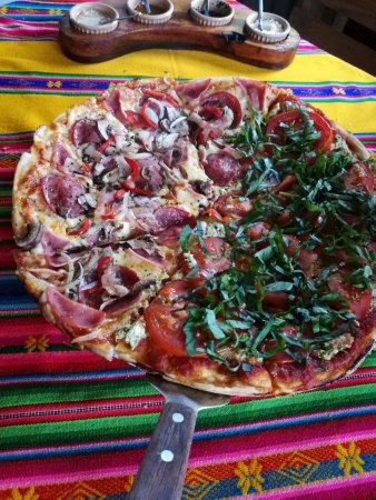 Ciudad Colon, Costa Rica: Pizza combinada