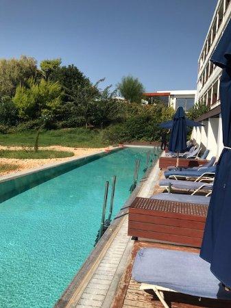 Lagonisi, Hellas: Huge pool for guests of groundfloor rooms