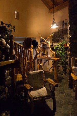 Hosteria Casa de Piedra : Lobby, preciosa arquitectura en maderas de la zona