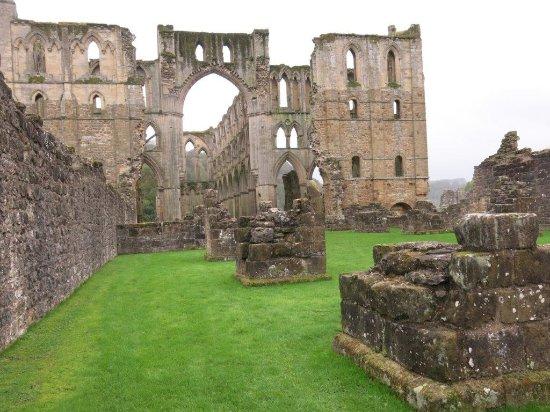 Helmsley, UK: Wandering the ruins