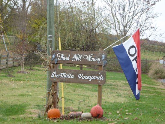 Third Hill at DeMello Vineyards: Sign