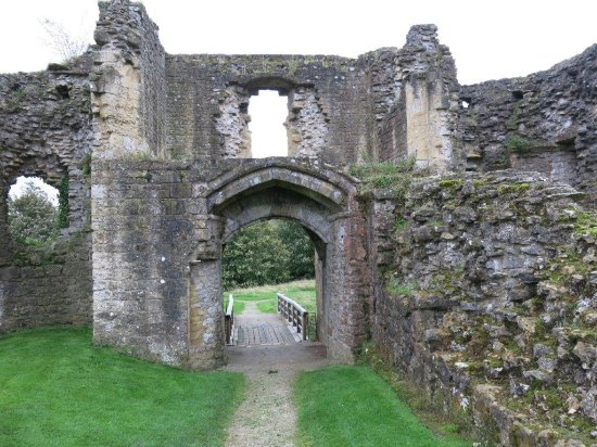 Helmsley Castle - entering