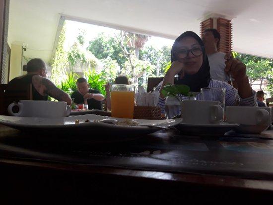 Champlung Mas Hotel: 20171103_085600_large.jpg