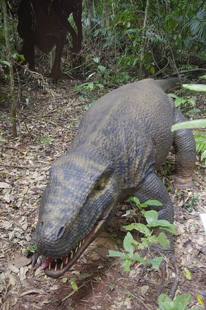 Cow Bay, Australia: One of the automated dinosaurs