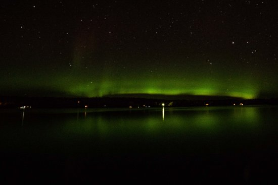Grand Ely Lodge : The aurora borealis from the hotel grounds on the shore of Lake Shagawa.