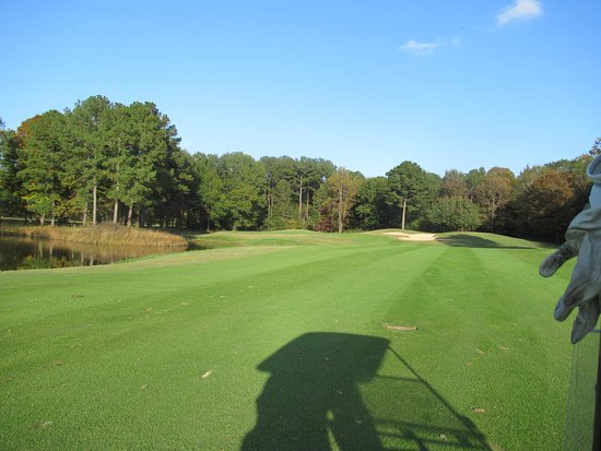 Oxmoor Valley Golf Course: keep it right on this hole!